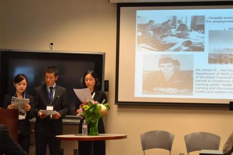 後藤君、小山さん、佐伯さんが日本の医療保険制度について発表しました。